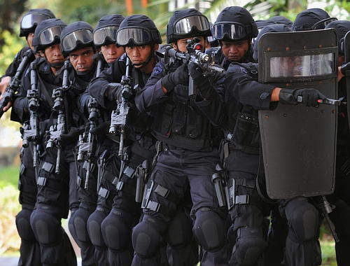 How can you tell the difference between a SWAT raid and a home ...