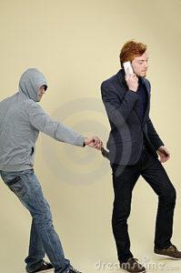 man-stealing-wallet-16698457