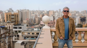 20150406161206-anthony-bourdain-best-tips-eating-great-traveling-abroad-rooftop