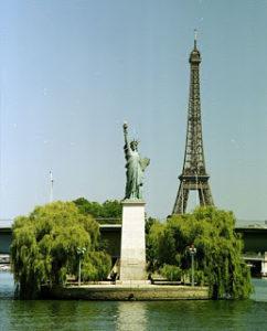 483px-Paris-ile-des-cygnes-statue-de-la-liberte-tour-eiffel-seine