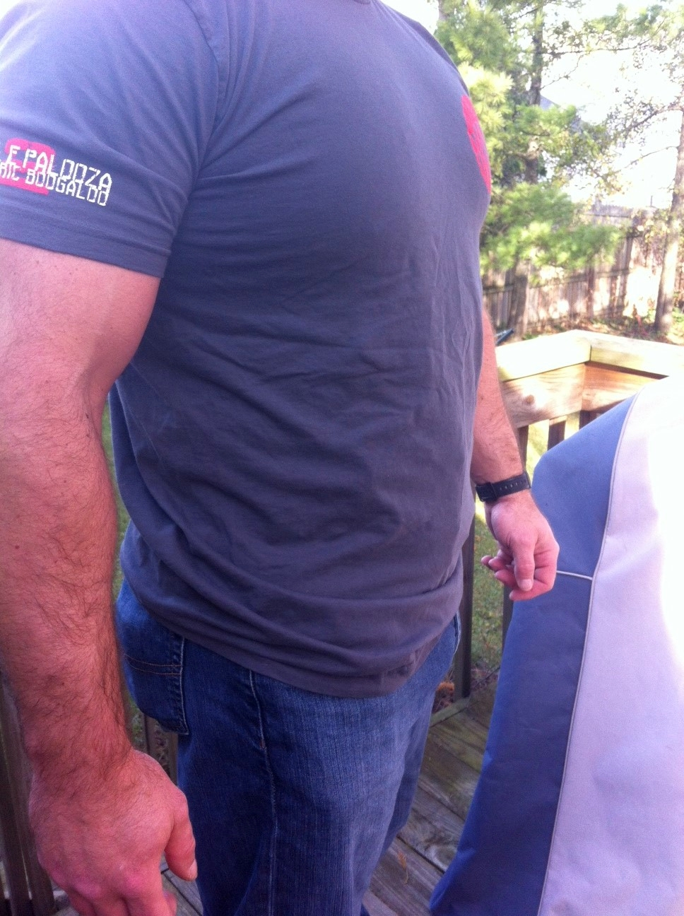 The holster disappears even under a very tight T-shirt